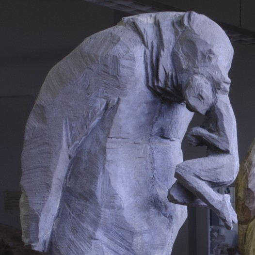 Bär trägt Frau, 2014, Ed. 7, Beton, 98 x 40 x 32 cm