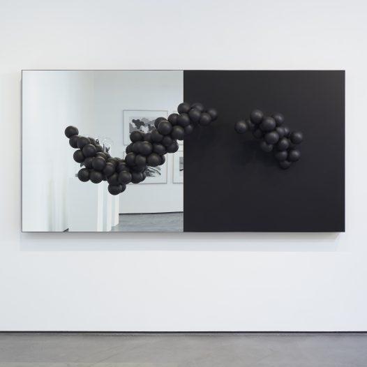 Hyperobject Studies (Bardo), 2018, Kunststoff beschichtet, Spiegel, 120 x 240 x 40 cm