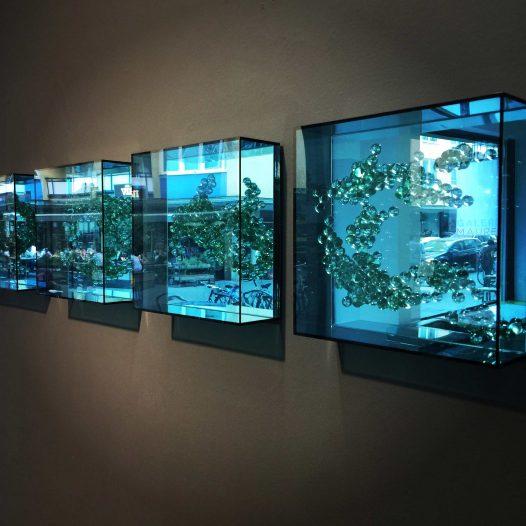 """Ausstellungsansicht """"Emergentblau"""""""