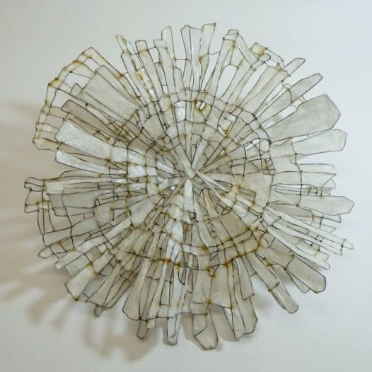 middle VIII, 2016, 24,5 x 24,5 x 10 cm, Eisendraht, Papier, Acrylharzgemisch