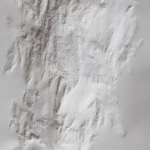 Weißes Blatt UE 20-2, 2020, 240 x 105 x 8 cm, Papier Relief