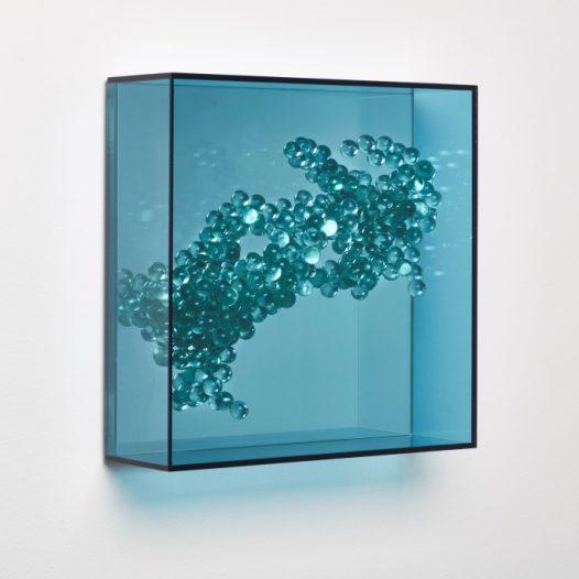 Emergentblau 2, 2018, Acrylglas, Spiegel,  32 x 32 x 10 cm