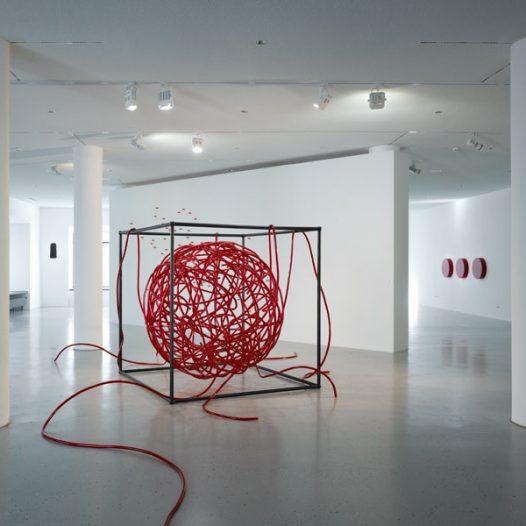 Reconstructing Nature: Angiogenesis, 2009, 200 x 200 x 200 cm, MDF, Stahl und Vinnylan