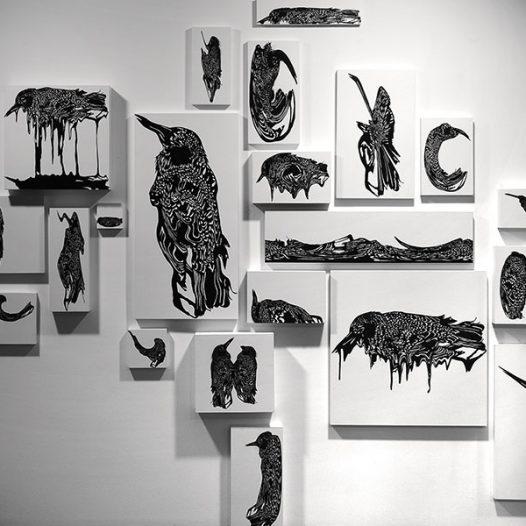 Vogelfluge, 2008, modulare Installation, geschnittenes Papier auf Wand oder Holzplatte, 24 Teile