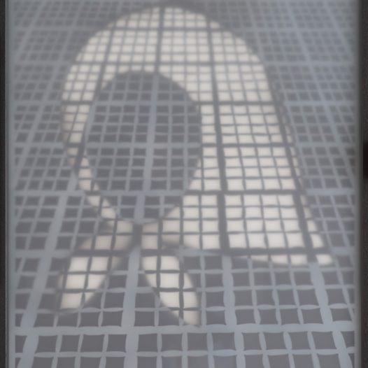 Zu meinen Füßen 2, 2015, Papierschnitt gerahmt unter opalem Acrylgas, 100 × 70 cm