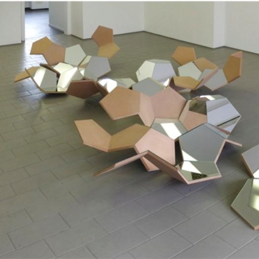 Decke reflektierend, 2012, 450 x 350 x 75cm, MDF-Platte, spiegelnd