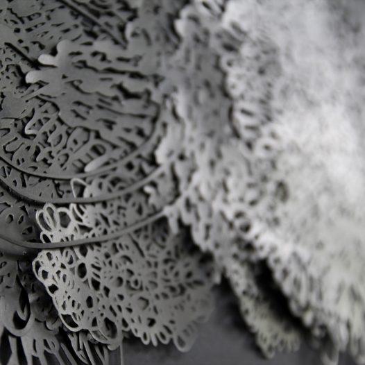Ohne Titel (Detail), 2018, Papierschnitt lackiert, 4-lagig, gerahmt, 51 x 71,5 cm