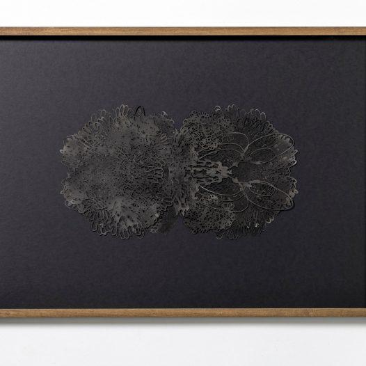Ohne Titel, 2018, Papierschnitt lackiert, 4-lagig, gerahmt, 51 x 71,5 cm