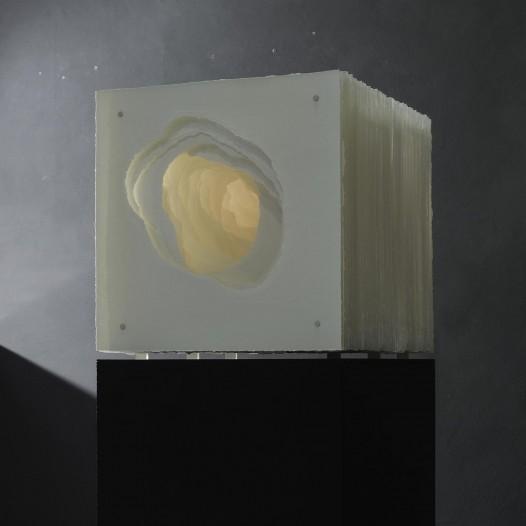 Terforation 2020-002, Papier 350g, gerissen,Halterung  Metall, Kunststoff, 51 x 60 x 51 cm