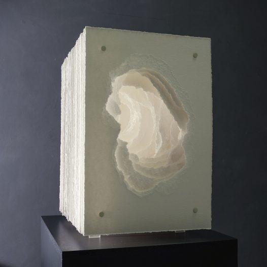 Terforation 2020-003,  Papier 400g, gerissen, Halterung Metall, Kunststoff, 45,5 x 41 x 30,5 cm