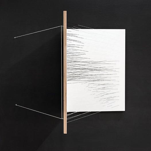 Fault–01, 2015, elastische Fäden, Multiplexplatten, geklappt, 50 x 5 x 70 cm
