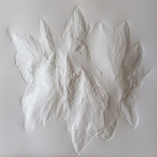 Aja von Loeper: Weißes Blatt S 19-6, 2019, 30 x 30 x 1 cm, Papier Relief