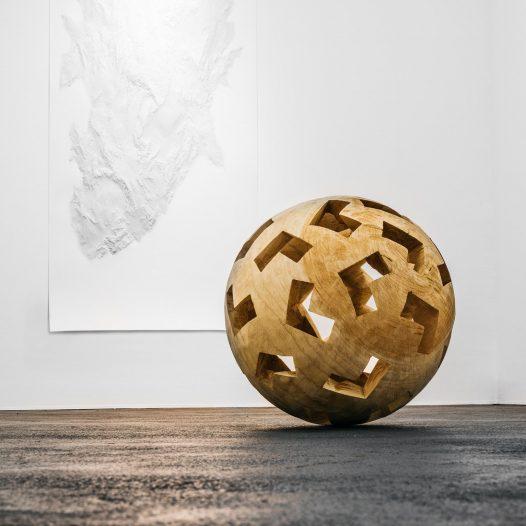Lichter Raum LXXVI, 2020, Zeder, Ø 62 cm