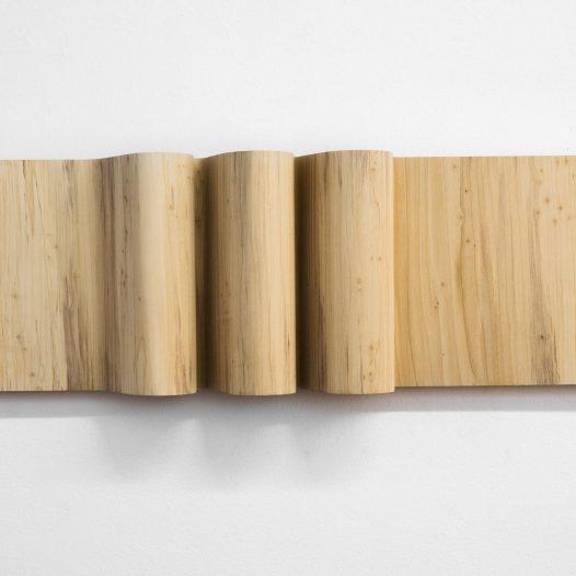 Welle, 2020, Pappel, 81 x 13 x 26 cm