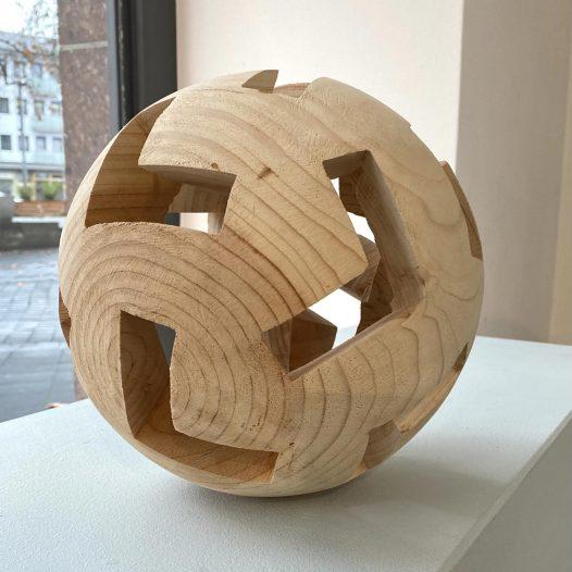 Lichter Raum LXIX, 2020, Zeder, Ø 23 cm